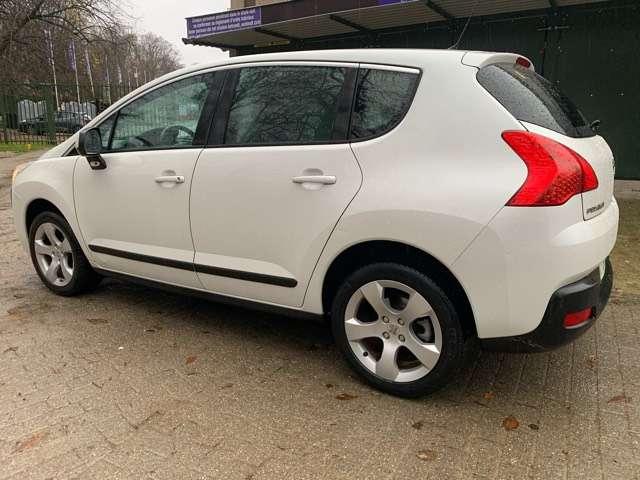 Peugeot 3008 1.6 HDi Confort Pack FAP Premier Main