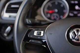 Volkswagen Golf 1.6 SCR TDi Highline (EU6.2)/CAM/ACC/ALU/NAVI/