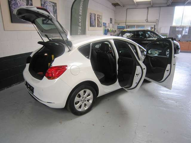 Opel Astra 1.4i Ultimate Edition