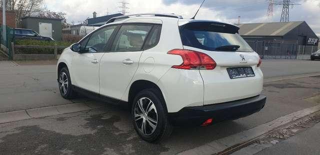 Peugeot 2008 1.2i PureTech Active**NAVIGATION**