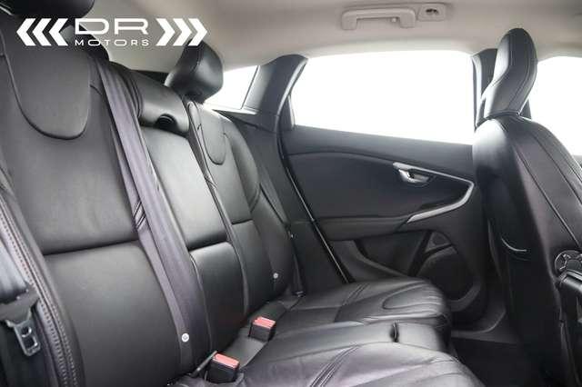 Volvo V40 2.0 T2 Black Edition *Leder-Navi*