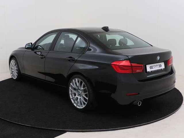 BMW 318 dA  - LEDER - NAVIGATIE - LED - 12M GARANTIE