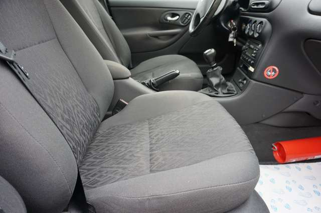 Ford Mondeo 1.6i GLX Silverline Benzine/Airco/88Dkm/
