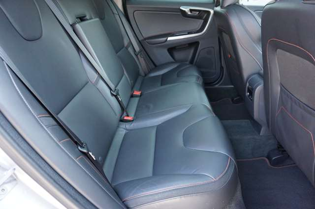 Volvo XC60 2.0 D3 Ocean Race/Navi/Camera/Xenon/Pano/Garantie