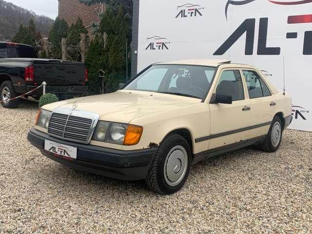 Mercedes 300 D * OLD - TIMER * BOITE AUT / CUIR / TOIT OUVRENT