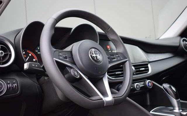Alfa Romeo Giulia 2.2 JTDm Super Automatique / Navigation / Cuir