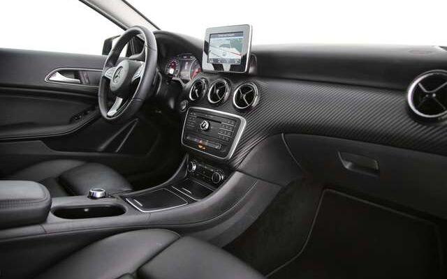 Mercedes GLA 180 D 7G-DCT + GPS + LEDER + CAMERA