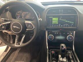 Jaguar XE 2.0D 180PK RWD S