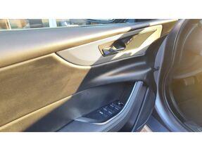 Jaguar XE R-Dynamic S