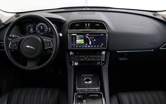 Jaguar F-Pace Portfolio D180