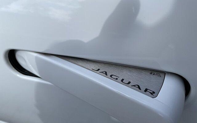 Jaguar F-Type P300