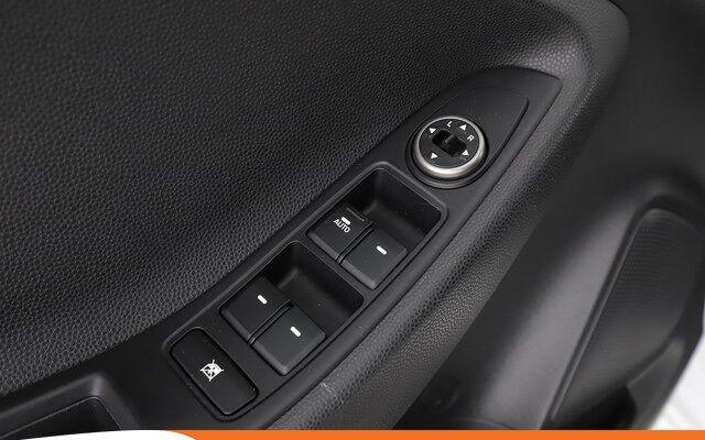 Hyundai i20 1.2 Intuitive 85PK RL65032   Dealer Onderhouden   Navi   Cruise   Airco   Achteruitrijcamera   Parkeersensoren   Licht / Zicht Pakket   Lane Assist  