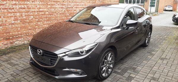 """Mazda 3 1.5i* Play Edition*auto airco*18""""velgen*cruise control*PDC met camera*verwarmde zetels en stuur*"""