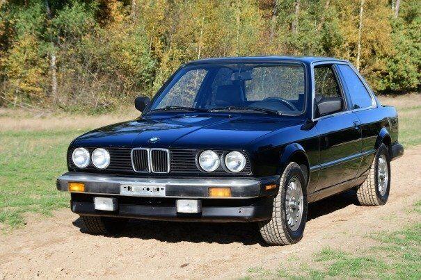 BMW 325 (E30) 2 deurs USA black/black 1987