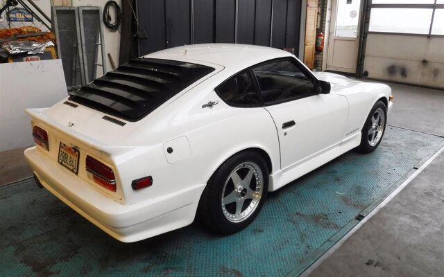 Datsun 240Z white 12096