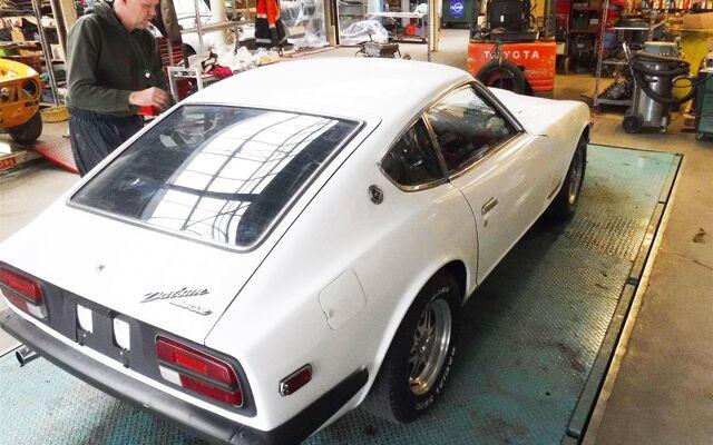 Datsun 240Z white 74092