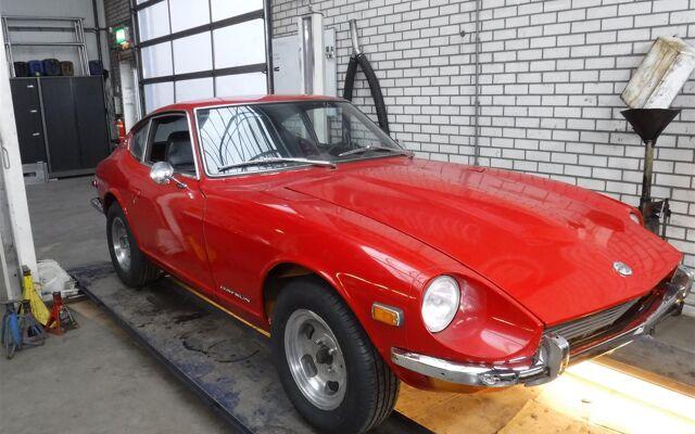 Datsun 240Z red