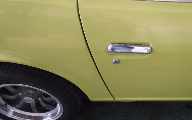 Datsun 240Z 72 - lime green