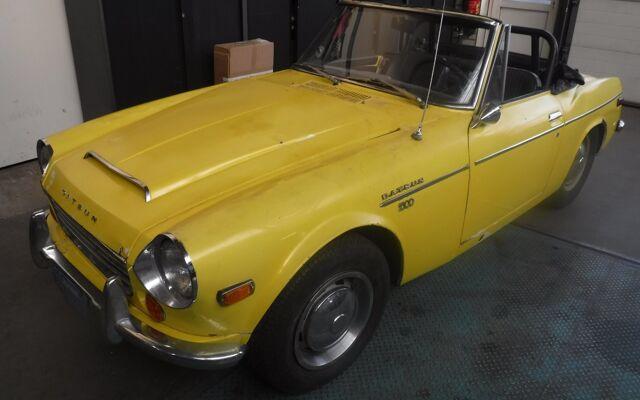 Datsun 1600 Fairlady yellow