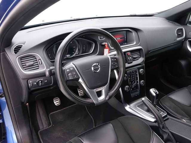Volvo V40 2.0 D2 120 R-Design + GPS + LED