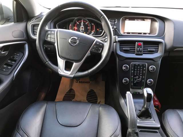 Volvo V40 2.0 D2 Eco Momentum - Cuir -Full LED - NAVY -