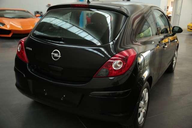 Opel Corsa 1.4i Black Edition