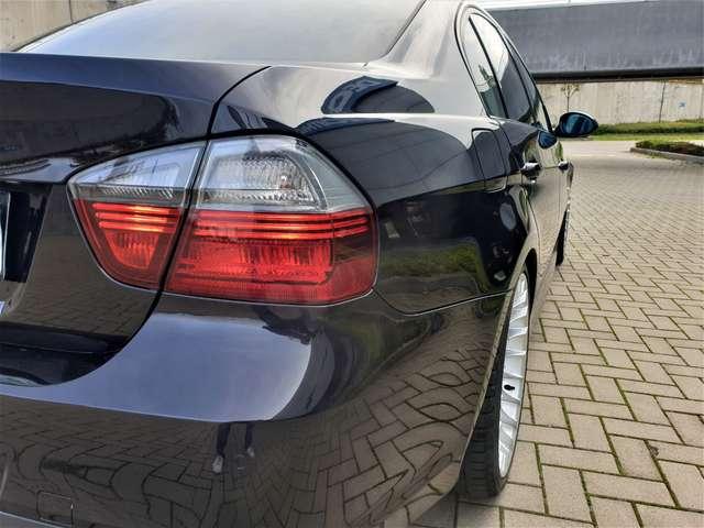 BMW 325 premiere main coluer MIKA