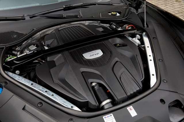 Porsche Panamera 4 SPORT TURISMO / 3.0 V6 / PANO / PASM / PDLS