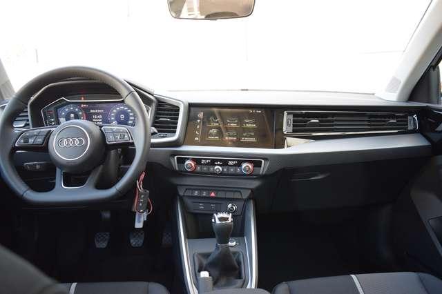 Audi A1 30 TFSI S line / LED / JA17 / NAV by SMARTPHONE