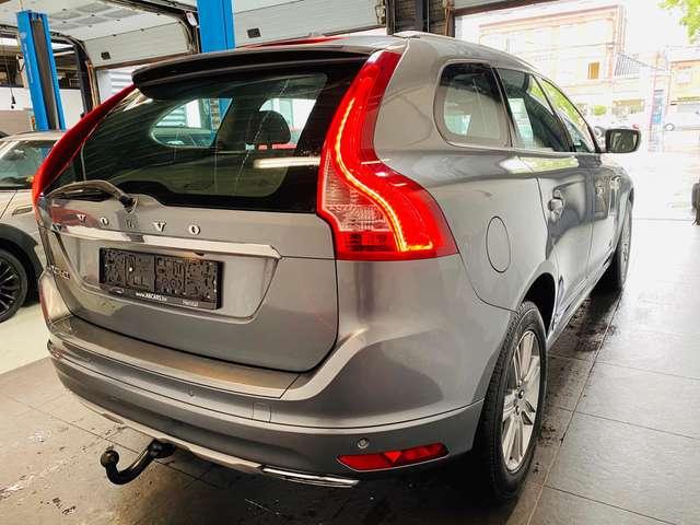 Volvo XC60 2.0 D3 * toit ouvrant * carnet * 1er prop *