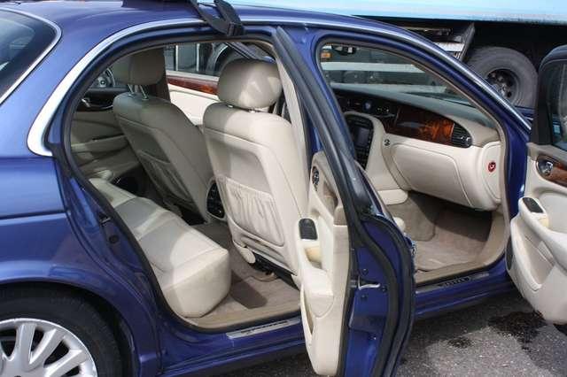 Jaguar XJ8 3.6i V8 32v 3.5 ALU CARNET D' ENTRETIEN