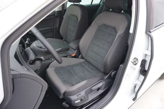 Volkswagen Golf 1.5 TSi 150 R-Line + GPS + Virtual + LED Lights + 8/15