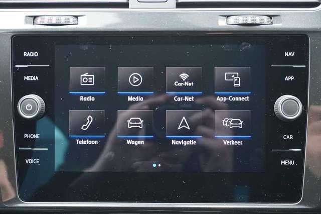Volkswagen Golf 1.5 TSi 150 R-Line + GPS + Virtual + LED Lights + 14/15