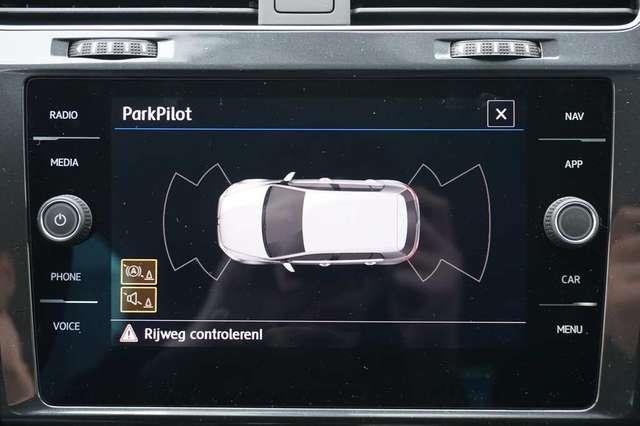 Volkswagen Golf 1.5 TSi 150 R-Line + GPS + Virtual + LED Lights + 15/15