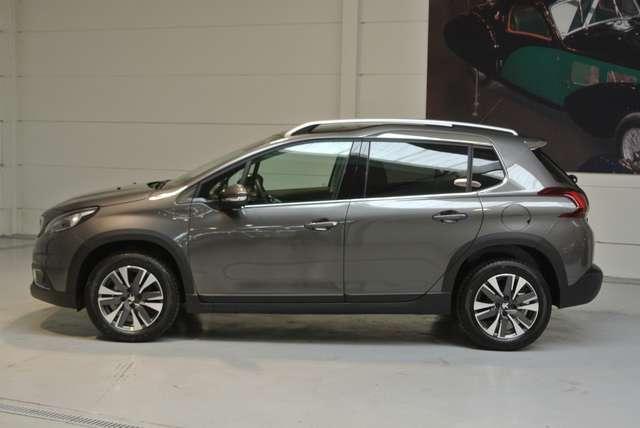Peugeot 2008 1.2i PureTech Allure 2/15