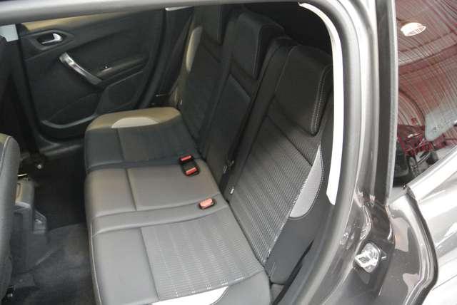 Peugeot 2008 1.2i PureTech Allure 6/15