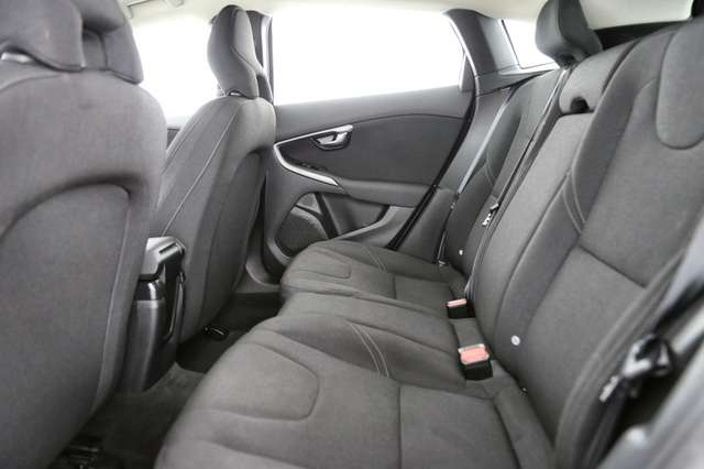 Volvo V40 Cross Country Base 2.0D2 + GPS + AIRCO + CRUISE + PDC + ALU 16 + 8/15