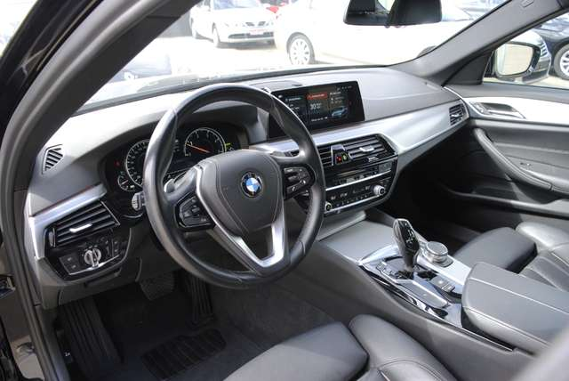 BMW 520 Da Touring. Sport Line / LED / Camera / Navi Pro 9/15