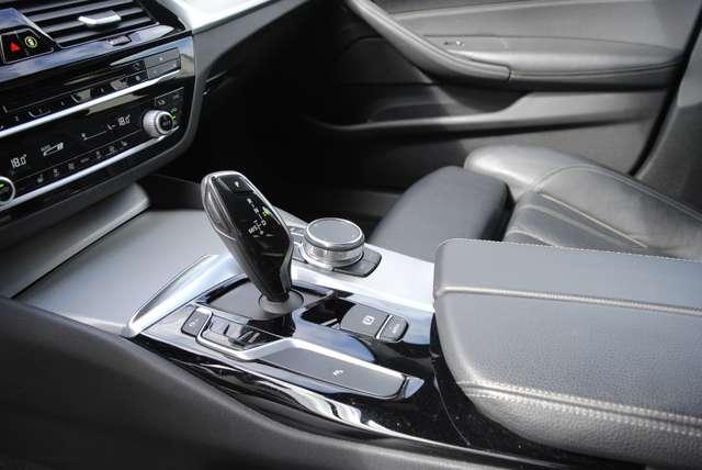 BMW 520 Da Touring. Sport Line / LED / Camera / Navi Pro 10/15
