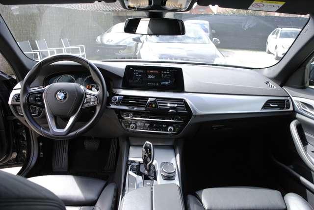 BMW 520 Da Touring. Sport Line / LED / Camera / Navi Pro 13/15