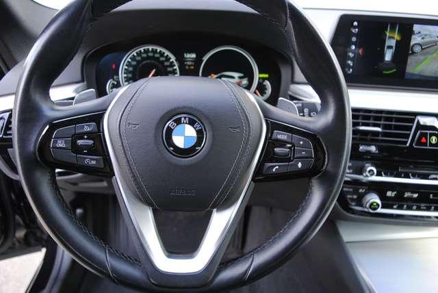 BMW 520 Da Touring. Sport Line / LED / Camera / Navi Pro 15/15