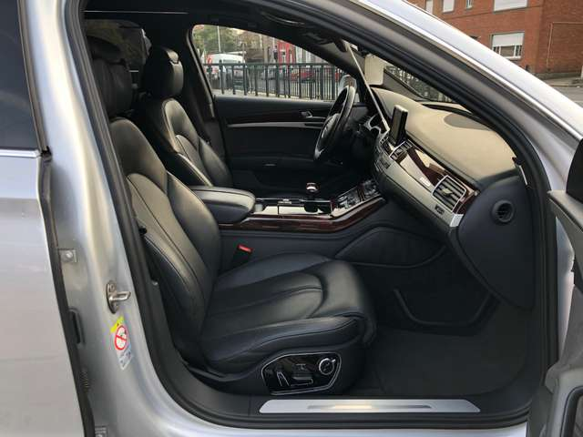 Audi A8 L 4.2 TDi V8T LONG 258(351)KW(HP)GAR.1AN 10/15