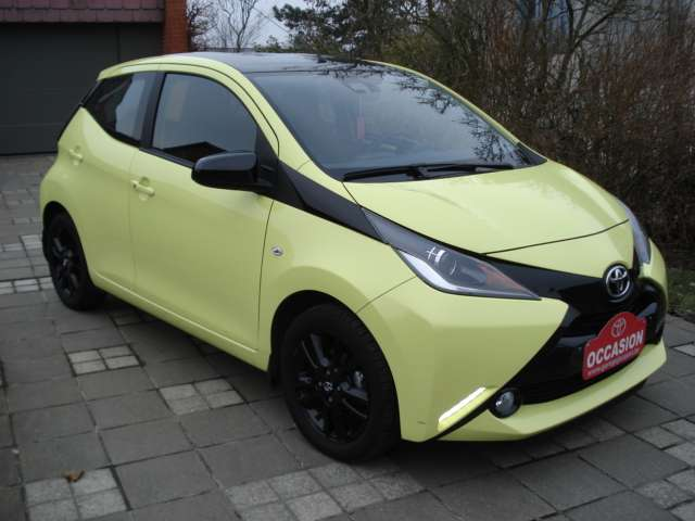 Toyota Aygo 1.0i VVT-i x-play and pack x-cite + x-perience 3/15