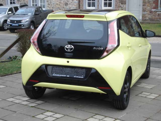 Toyota Aygo 1.0i VVT-i x-play and pack x-cite + x-perience 4/15
