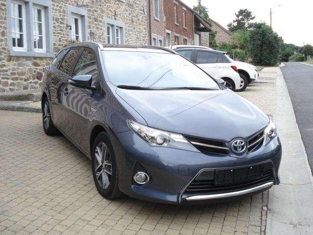 Toyota Auris 1.8i HSD Dynamic E-CVT + Toit panoramique 1/11