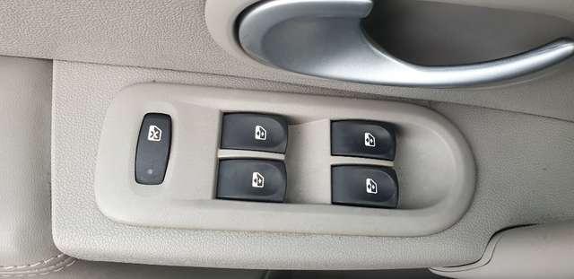 Renault Clio 1.6i Initiale**FULL OPTIONS**BOITE AUTO**70.000km 11/15