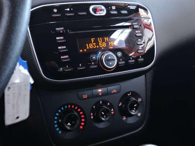 Fiat Punto 1.2i 68CV CLIMATISATION PDC ARRIERE GARANTIE 1AN 9/15