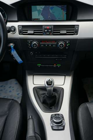 BMW 318 D Euro 5/ Navi/Leder/80Dkm/**Garantie** 9/15