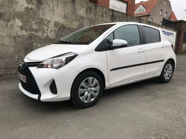 Toyota Yaris 1.3i VVT-i Active and pack Live 2 TVA RECUP 1/15