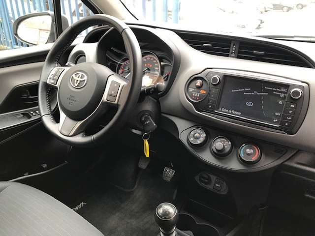 Toyota Yaris 1.3i VVT-i Active and pack Live 2 TVA RECUP 7/15